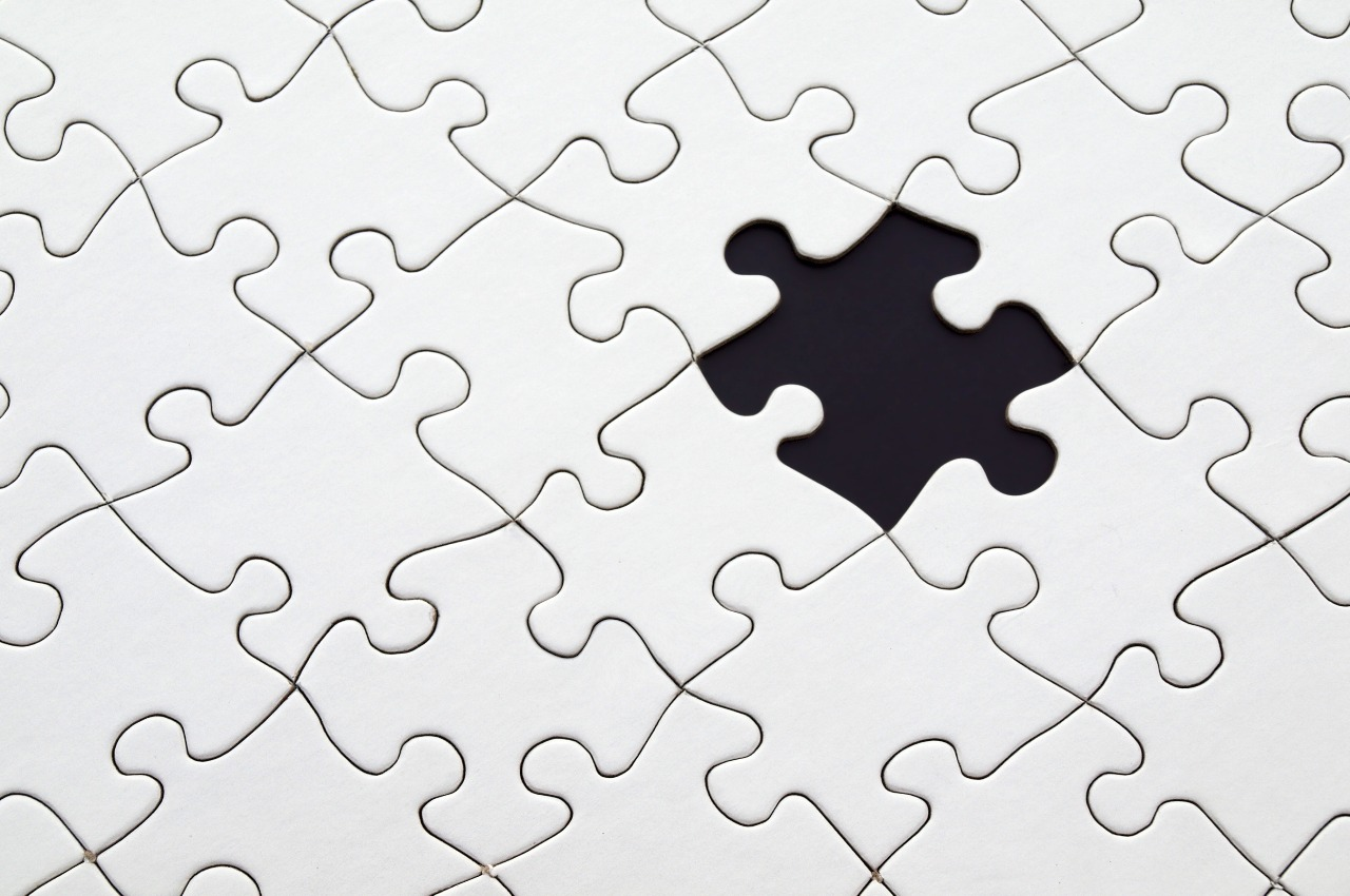 plain white puzzle missing one piece showing the labor challenges of 3pl fulfillment