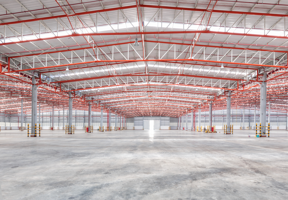 Large empty warehouse for 3pl fulfillment services